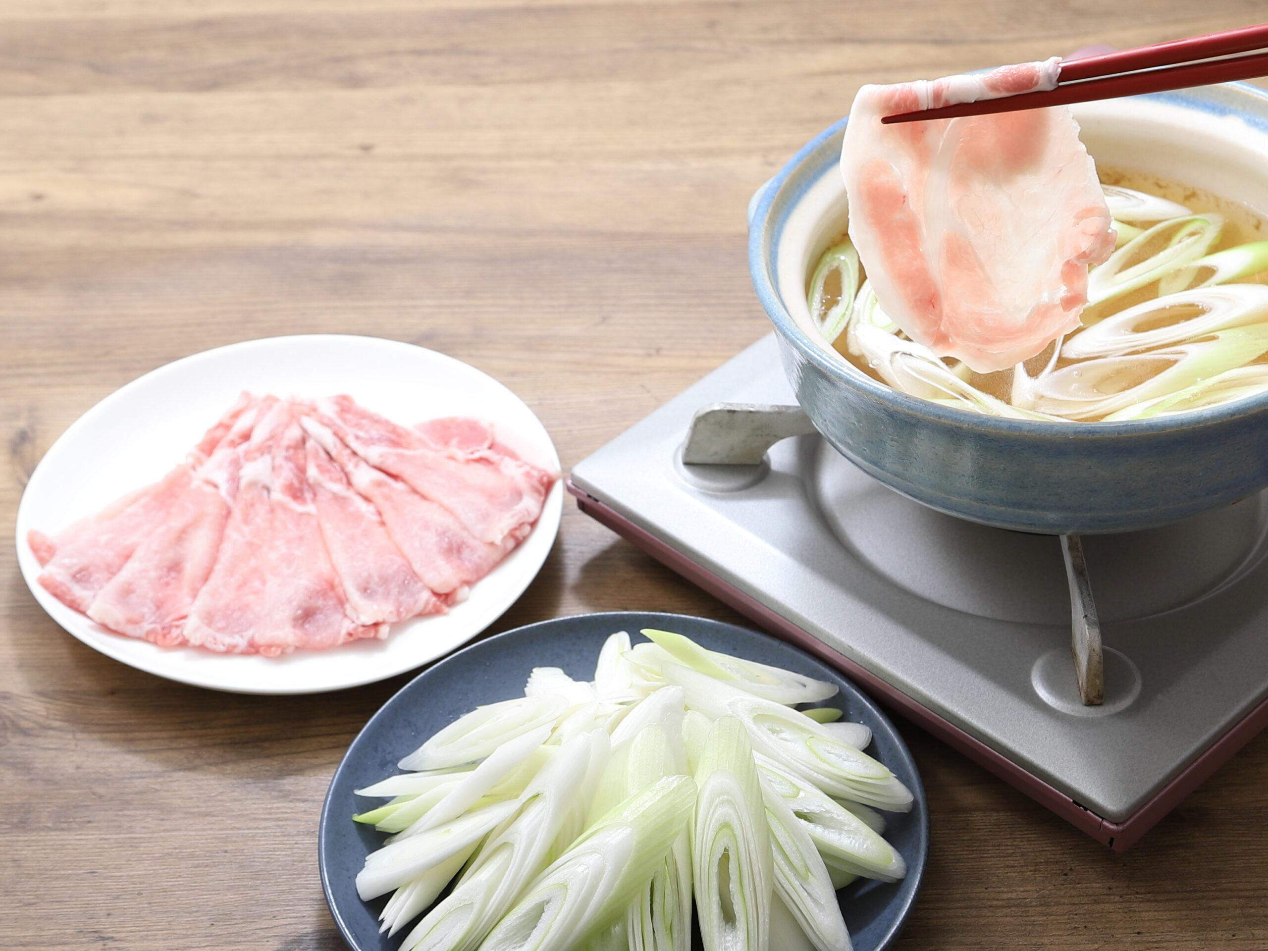 スープも味わうどっさりねぎ豚しゃぶしゃぶ